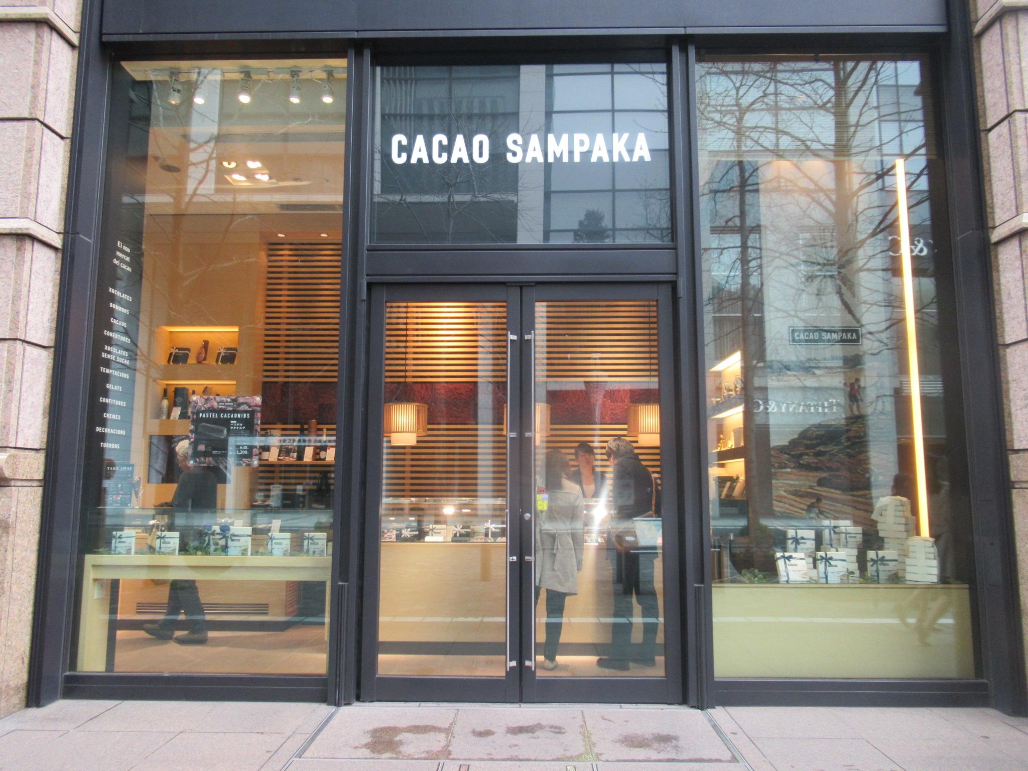 丸の内ブリックスクエアにあるカカオ・サンパカの店頭