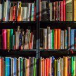 本棚に陳列された本たち