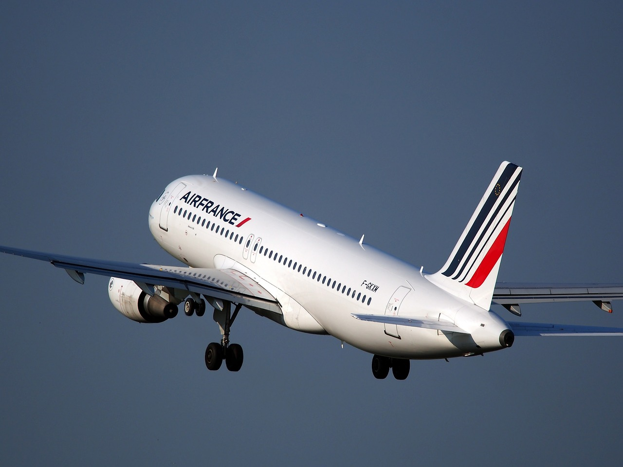 エールフランスの飛行機が飛びたつ様子