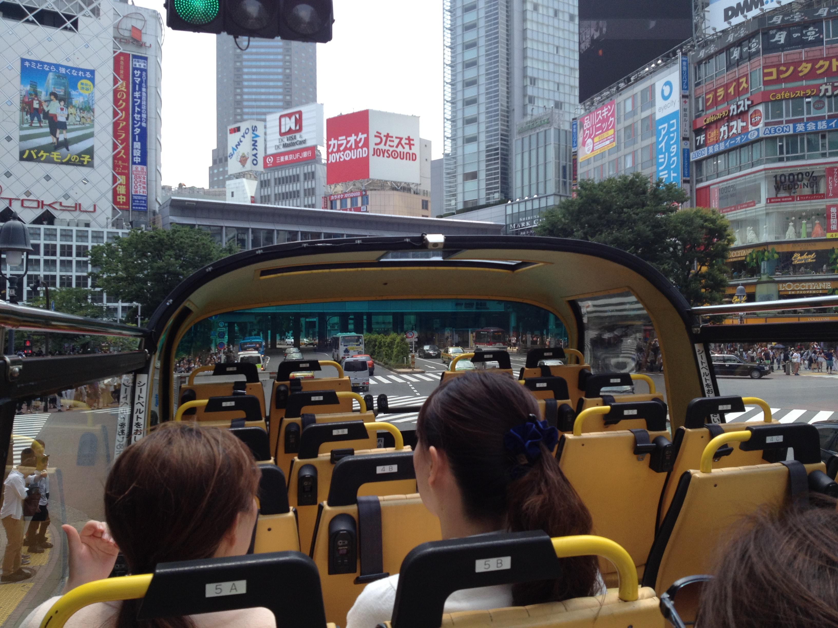 スカイバスで渋谷を走行中