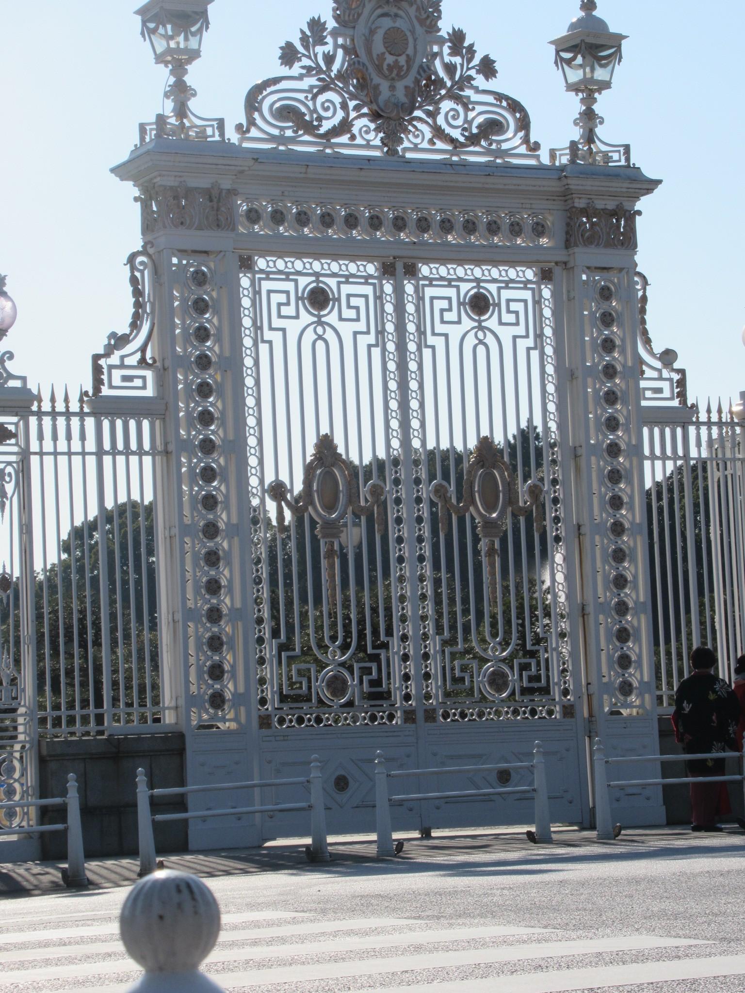 迎賓館赤坂利休の前庭にある門