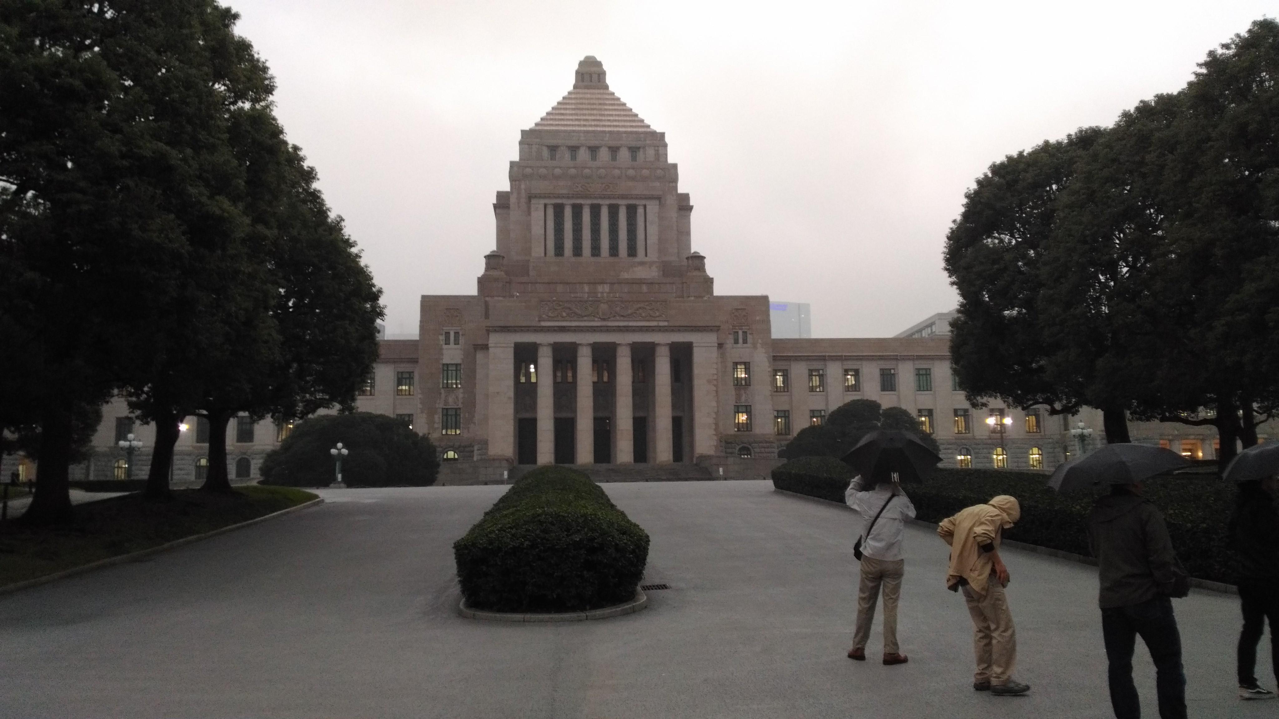 国会議事堂を正面から見たところ