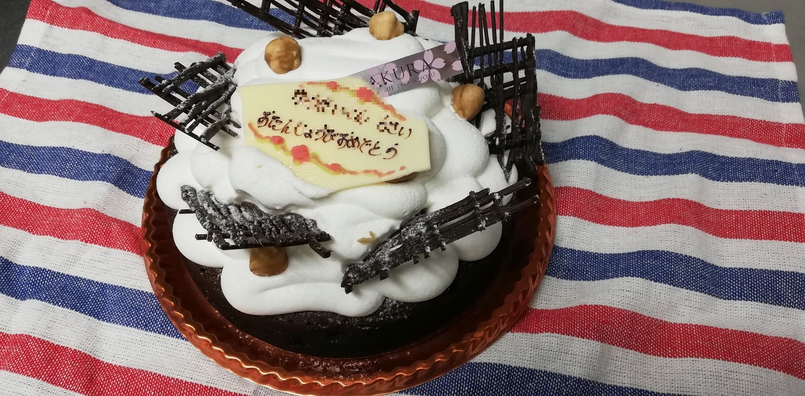SAKURAのホールのチョコレートケーキ
