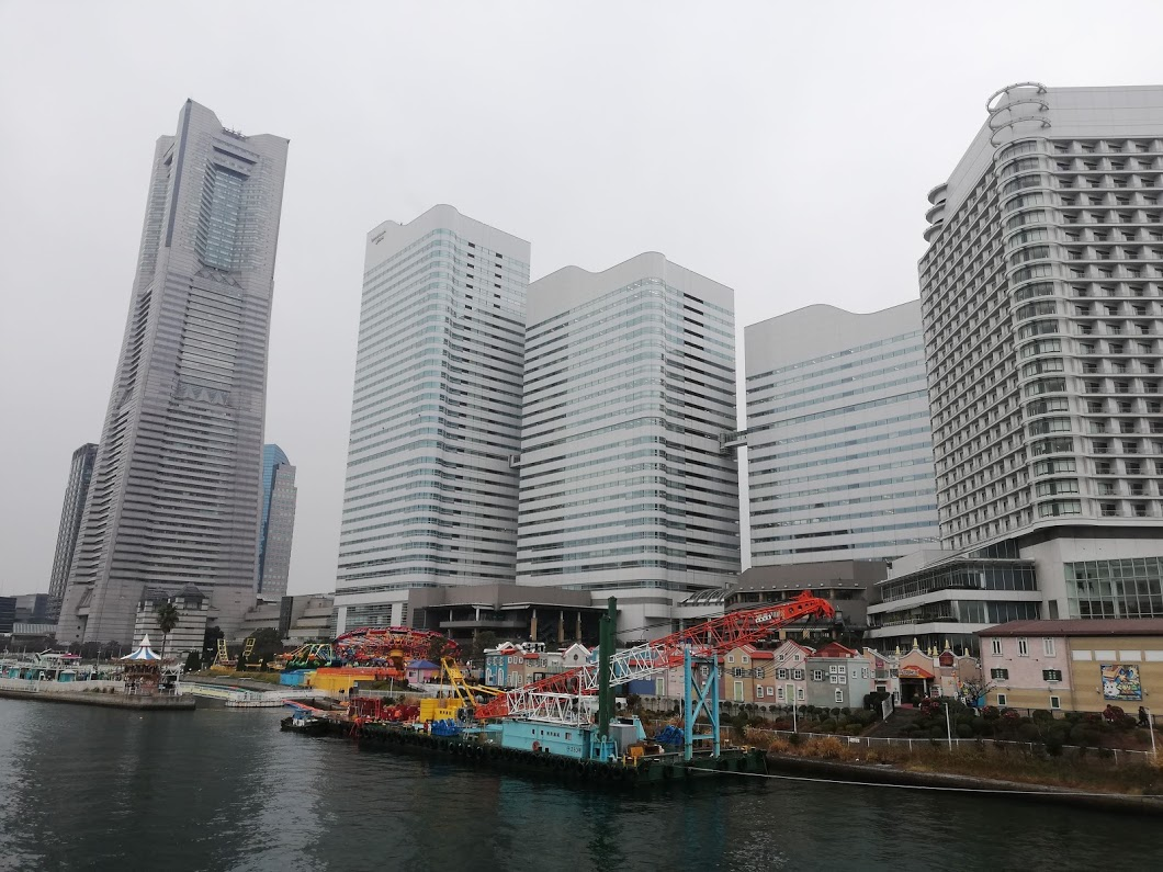 コスモワールドと横浜高層ビル群