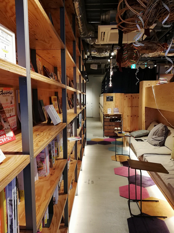TSUTAYA BOOK APARTMENT内のくつろぎスペース