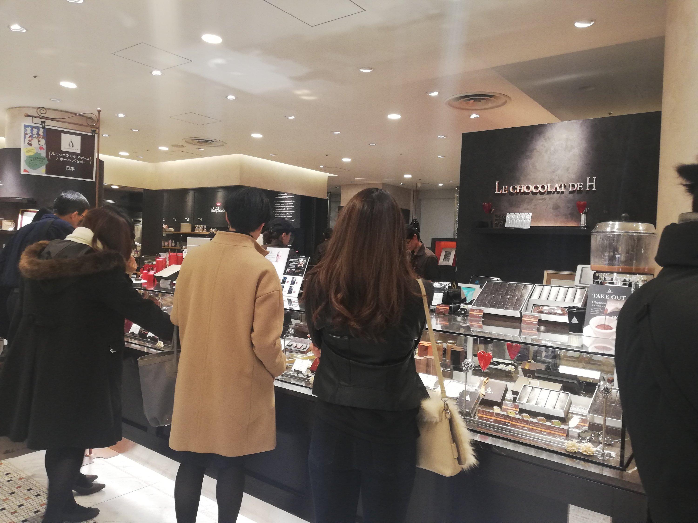 ル ショコラ ドゥ アッシュの渋谷ShinQs店店頭